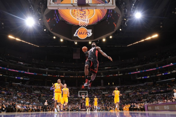LEBRON JAMES SLAM DUNK